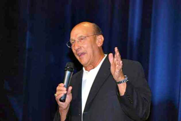 "Long-time ""Voice of the Kings,"" Bob Miller, during his ""One-Man Show"" on August 30 at Los Angeles Kings HockeyFest 09. Photo courtesy Thomas LaRocca/LAKings.com."