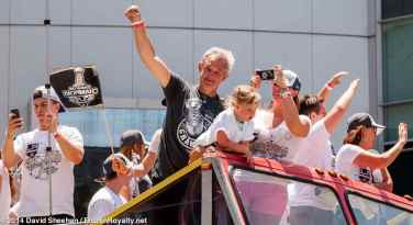 Head coach Darryl Sutter waves to the crowd