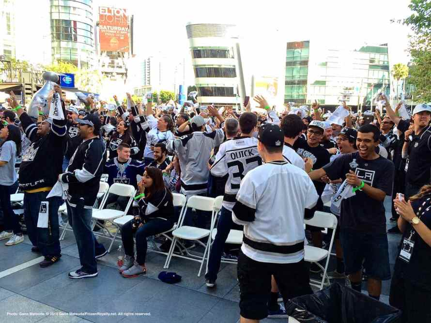 Reaction to Jeff Carter's goal at 19:59 of the first period